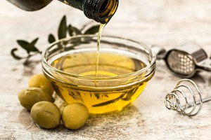 3 cleaning tips - olive oil - greenliving